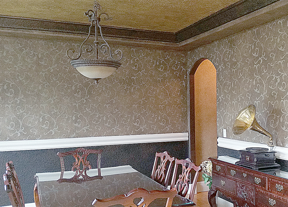 stencil and glaze on dining room walls